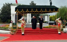 President officially welcomed in Pakistani PM Secretariat; private negotiations