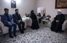 Defending martyrs' blood everyone's duty/Islamic Iran has been able to resist due to martyrs' self-sacrifice